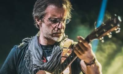 Σαν σήμερα γεννήθηκε στην Καλαμάτα ο τραγουδιστής και τραγουδοποιός Μίλτος Πασχαλίδης