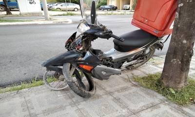 Σύγκρουση delivery με ΙΧ στο κέντρο της Σπάρτης! (photos)