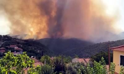 Η νέα φωτιά από τη Μεσσηνία προχωρά προς Αρκαδία και «πνίγει» τη Λακωνία! (photos-video)