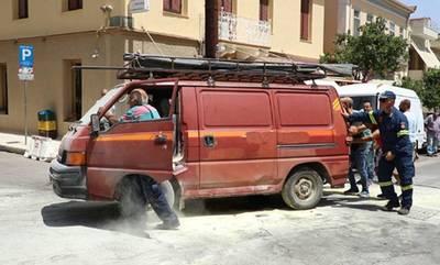 Θαυμαστό! Πολίτες σε ρόλο τροχονόμου και πυροσβέστη «διέσωσαν» περιουσίες και προσχήματα στη Σπάρτη!
