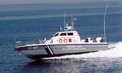 Με σκάφος του Λιμενικού απεγκλωβιζονται 10 πολίτες στο Βαθύ Γυθείου