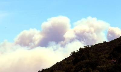 Τραγικό! Δείτε από τον κεντρικό Ταϋγετο τις δύο πυρκαγιές στα βόρεια και νότια της Σπάρτης! (video)