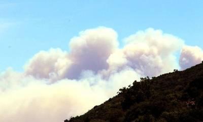 Τραγικό! Δείτε από τον κεντρικό Ταϋγετο τις δύο πυρκαγιές στα βόρεια και νότια της Σπάρτης!