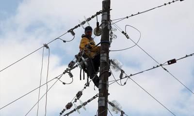 ΔΕΔΔΗΕ: Ξεκίνησε η αποκατάσταση της ηλεκτροδότησης σε Πελοπόννησο, Αττική και Εύβοια