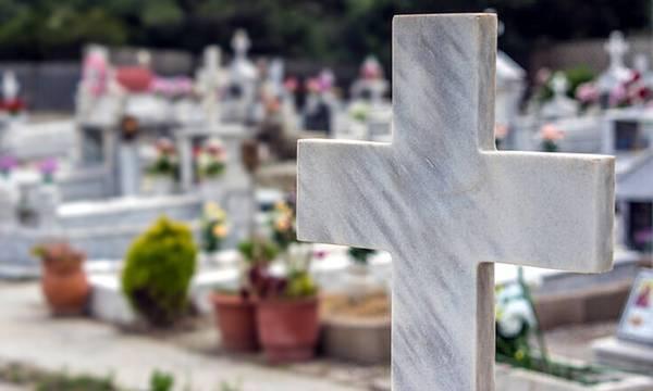 Δείτε τι τον περίμενε στο νεκροταφείο του Ναυπλίου…