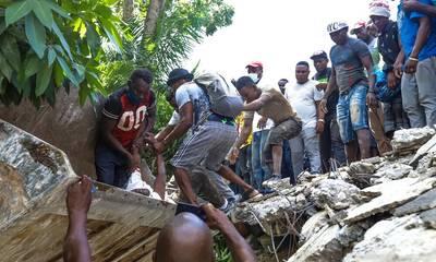 Φονικός σεισμός στην Αϊτή: 1.297 νεκροί, πάνω από 5.700 τραυματίες (videos)