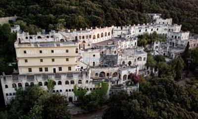 Το Μοναστήρι του «Ασκητή» -  Η Βαβέλ της Πελοποννήσου που καθηλώνει!