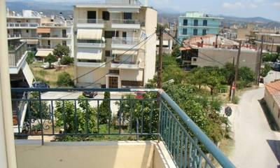 Πωλείται οροφοδιαμέρισμα σε τριώροφο κτήριο στον Αγ. Δημήτριο Σπάρτης