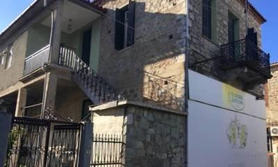 Πωλείται διώροφο, πέτρινο κτήριο, στο Ξηροκάμπι Λακωνίας