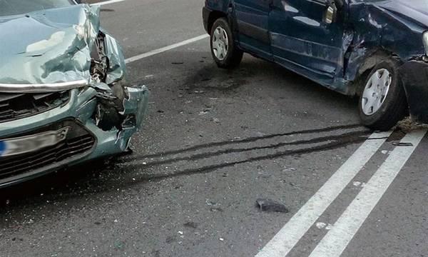 Εθνική Κορίνθου – Τρίπολης: Ένα σκασμένο λάστιχο προκάλεσε καραμπόλα έξι αυτοκινήτων