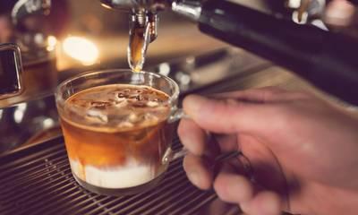 Έρευνα: Τρεις καφέδες την ημέρα μειώνουν τον κίνδυνο εγκεφαλικού και καρδιαγγειακού θανάτου