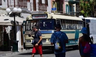 Ένα θρυλικό παλιό λεωφορείο ξύπνησε αναμνήσεις στο Ναύπλιο (photos)