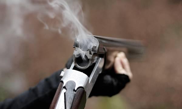 Παραλίγο τραγωδία στην Ηλεία: Γιος πυροβόλησε κατά λάθος τη μητέρα του - Φοβήθηκε για κλέφτες