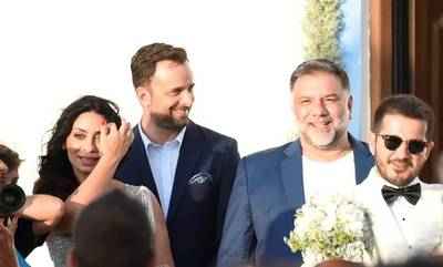 Γρηγόρης Αρναούτογλου: Έγινε κουμπάρος! Δείτε ποιον πάντρεψε στην Ελαφόνησο (photos)