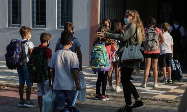 «Θα πολλαπλασιαστούν τα κρούσματα στα σχολεία και θα έχουμε θανάτους παιδιών» (video)