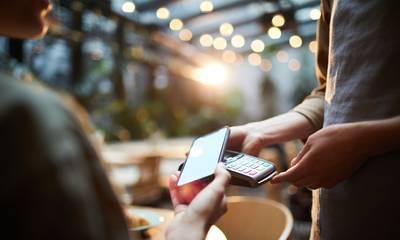 Πώς τα τηλέφωνα αντικατέστησαν μετρητά, πιστωτικές κάρτες και αποδείξεις