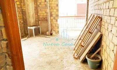Πωλείται γωνιακό ημιτελές διαμέρισμα 64τ.μ. στην Πάτρα