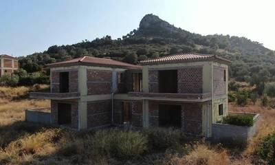 Πωλούνται δύο ημιτελείς κατοικίες 240 τ.μ στην Ερμιόνη