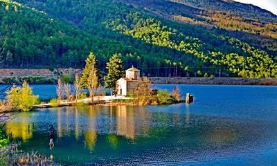 Λίμνη Δόξα: Η μικρή «Ελβετία» της Κορινθίας