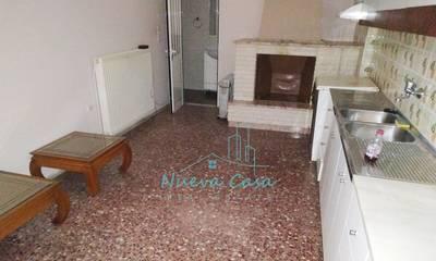 Ενοικιάζεται μερικώς ανακαινισμένο διαμέρισμα 45τ.μ. στην Πάτρα