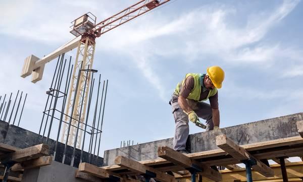 Τι χρειάζεται ένας οικοδόμος για να λάβει το εποχικό βοήθημα του ΟΑΕΔ;