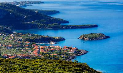 Σεπτέμβρης: Τρία παραθαλάσσια χωριά σας περιμένουν στη Πελοπόννησο το Σαββατοκύριακο