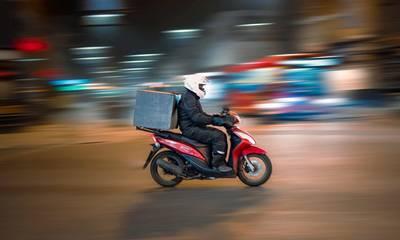 Υπ. Εργασίας: Τα νέα δικαιώματα των εργαζομένων στα delivery – Συνεχείς έλεγχοι του ΣΕΠΕ