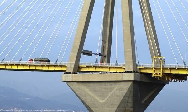 Γυναίκα απειλούσε να αυτοκτονήσει πέφτοντας από την Γέφυρα Ρίου Αντιρρίου (video)