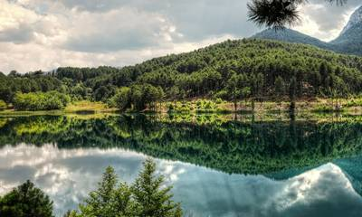 Λίμνη Δόξα: Ένα αλπικό τοπίο στην ορεινή Κορινθία