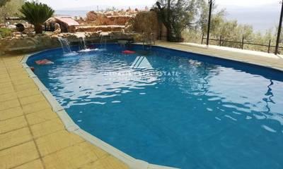Πωλείται μονοκατοικία 2 επιπέδων με πισίνα στο Λουτράκι