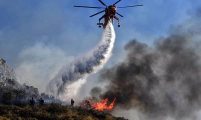 Ισχυρές δυνάμεις ελέγχουν την πυρκαγιά στην Κελεφά Μάνης! (photos-video)