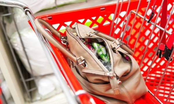 Πελοπόννησος: Έκλεβαν supermarket μπροστά στα μάτια των υπαλλήλων! Δείτε πώς