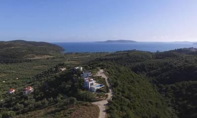 Πωλείται οικόπεδο 11.100 τμ με υπέροχη θέα στην Φοινικούντα Μεσσηνίας