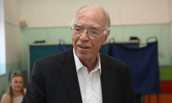 Βασίλης Λεβέντης: Νοσηλεύεται σε κρίσιμη κατάσταση με κορονοϊό - Εσπευσμένα στην Εντατική
