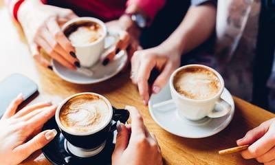 Παγκόσμια Ημέρα Καφέ: Η άγνωστη ιστορία του - Η προσφορά της εταιρείας «Βεκράκος»
