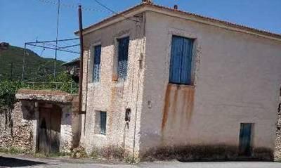 Πωλείται παλαιά διώροφη κατοικία 140 τ.μ. στον Βασσαρά Λακωνίας
