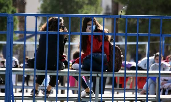 Υπουργείο Παιδείας: Δεν θα παίρνουν απουσίες οι μαθητές που εμβολιάζονται