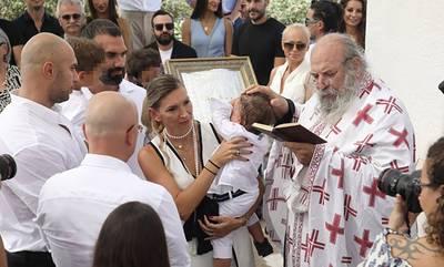 H Φανή Χαλκιά βάφτισε τον γιο της στη Μάνη (photos)