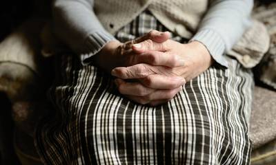 Τρόμος στα χέρια ληστών για ηλικιωμένη στη Μεσσηνία - Τι λέει ο γιος της 85χρονης (video)
