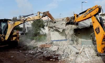 Καλαμάτα: Κατεδάφιση επικίνδυνων κτισμάτων ιδιοκτησίας του Δήμου