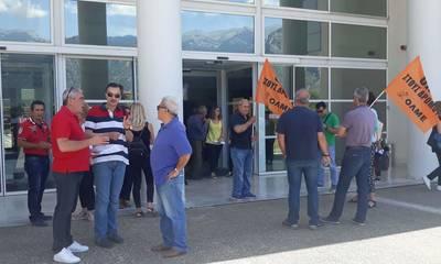 ΕΛΜΕ Λακωνίας: Παράσταση διαμαρτυρίας στη Διεύθυνση Δευτεροβάθμιας Εκπαίδευσης στη Σπάρτη