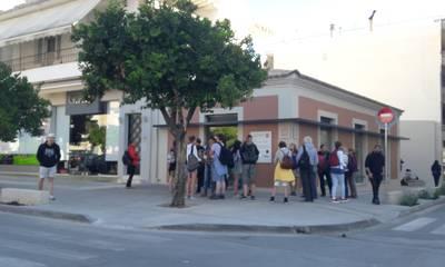 Η πολυπόθητη εικόνα: Group τουριστών μέσα στη Σπάρτη ξεναγείται!