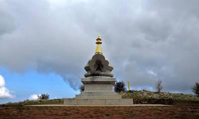 Το βουδιστικό κέντρο στην ορεινή Κορινθία που θυμίζει Θιβέτ