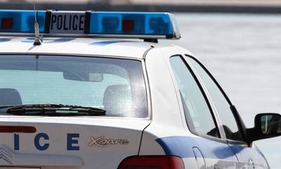 Πάτρα: Κλέφτης έπεσε στη θάλασσα για να ξεφύγει από αστυνομικούς (video)