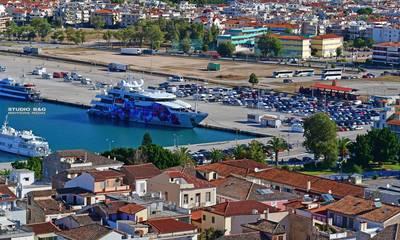 «Saluzi»: Ένας πλωτός πίνακας ζωγραφικής στο λιμάνι του Ναυπλίου