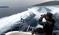 Aκυβέρνητο σκάφος ανοικτά του λιμένα Καλαμάτας