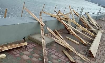 Η ολιγωρία της Δημοτική Αρχής οδήγησε στην καταστροφή της ράμπας ΑΜΕΑ στην παραλία Νεάπολης