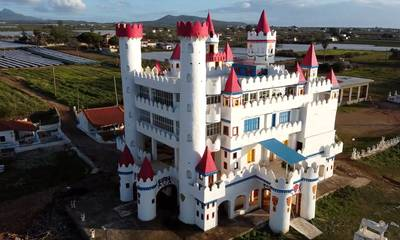 Φιλιατρά: Το «κάστρο των παραμυθιών» που θυμίζει Disneyland