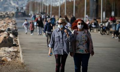 Κορονοϊός: Τρομάζει η νέα έκρηξη κρουσμάτων - Στο «τραπέζι» των μέτρων η επιστροφή της μάσκας