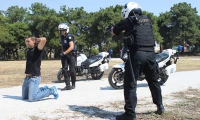 Τον σταμάτησαν για έλεγχο, πάτησε γκάζι, πέταξε το χασίσι αλλά τελικά συνελήφθη
